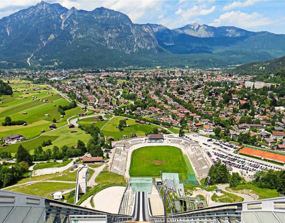 Tour Garmisch-Partenkirchen Olympia Ski Sprungschanze Zugspitze Partnach Klamm Bayern Transfer Ibel München