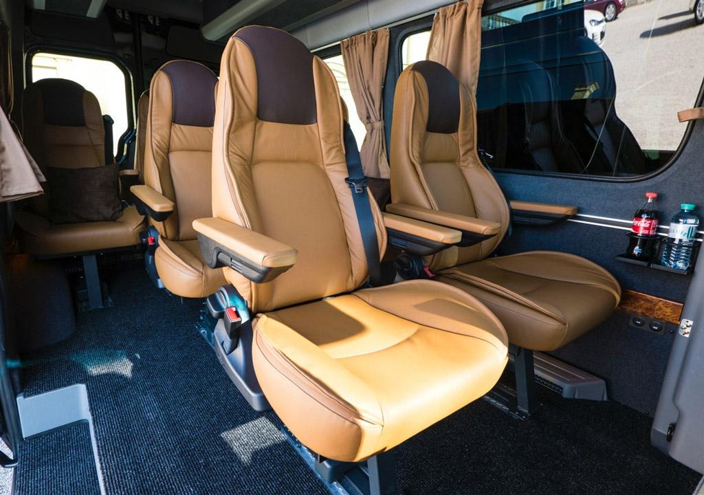 Mercedes Benz Sprinter individuelle Komfortsitze Luxus VIP Bus Transfer Ibel München