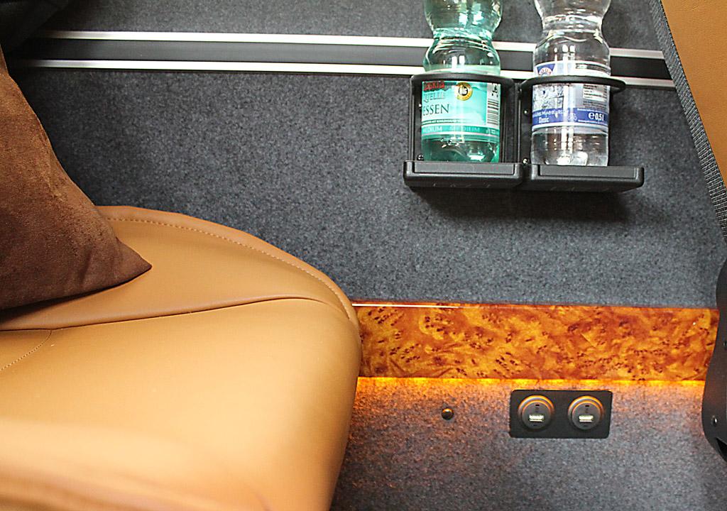 Mercedes Benz Sprinter USB-Ladestation Charger Luxus VIP Bus Transfer Ibel München
